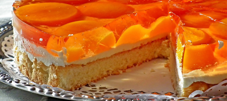 cake orange tasty with cream